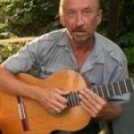 Обучение игре на гитаре, пение под свой аккомпанемент!