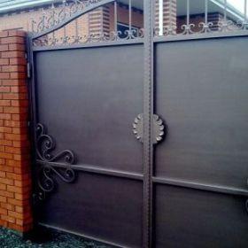 Современные распашные ворота под заказ в Краснодаре!