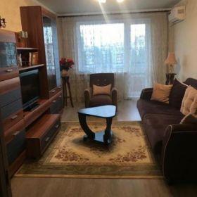 Продаётся 2 комнатная квартира. Планировка изолированная. Центральное отопление.