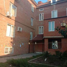 Уютная квартира с парковкой в центре рядом с транспортом и школой